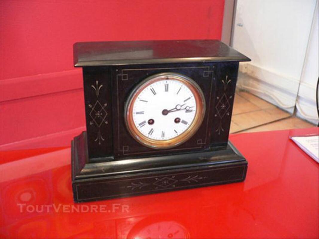Pendule en marbre noir de style Napoléon III 76203703