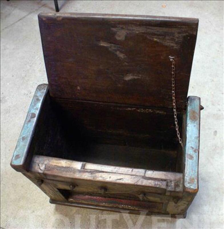 Petit coffre de rangement en bois - H: 42 cm 86540890