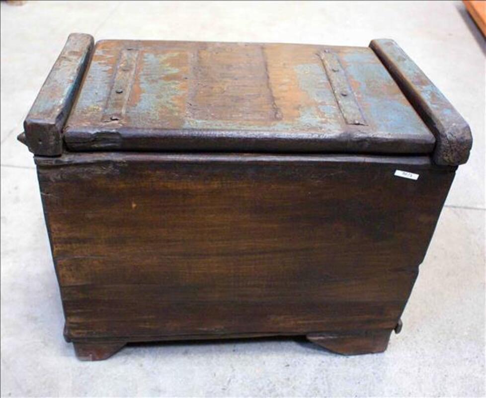Petit coffre de rangement en bois - H: 42 cm 86540891
