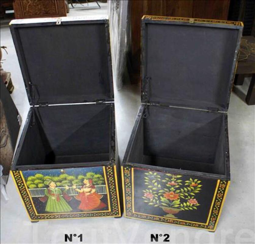 Petit coffre de rangement peint- H: 46 cm 89674634