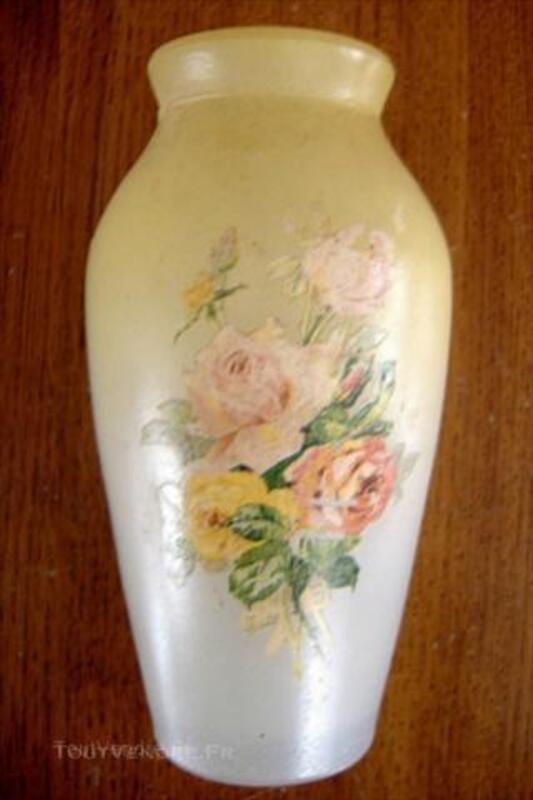 Petit VASE Ancien peint des débuts 1900 en verre moulé 44955300
