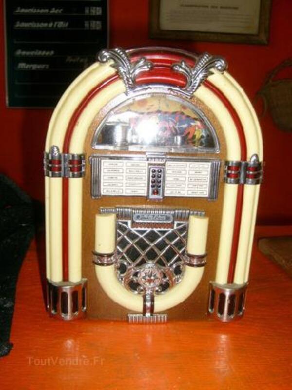 PETITE RADIO EN FORME DE JUKE BOX A PILES 91401206