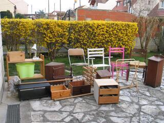 Petits meubles chaises équipements