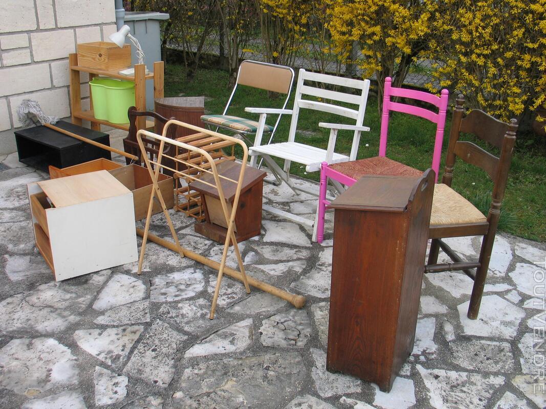 Petits meubles chaises équipements 495854053