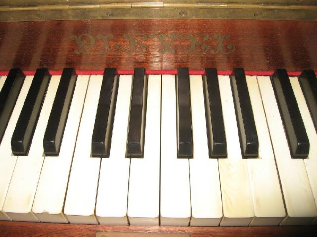 Piano droit Pleyel 92190482