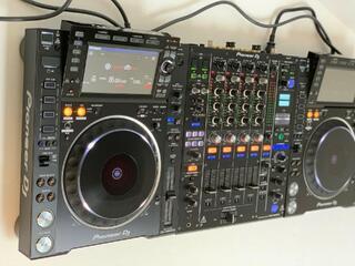 Pioneer DJ - (2) CDJ 2000NXS2 (1) DJM900NXS2