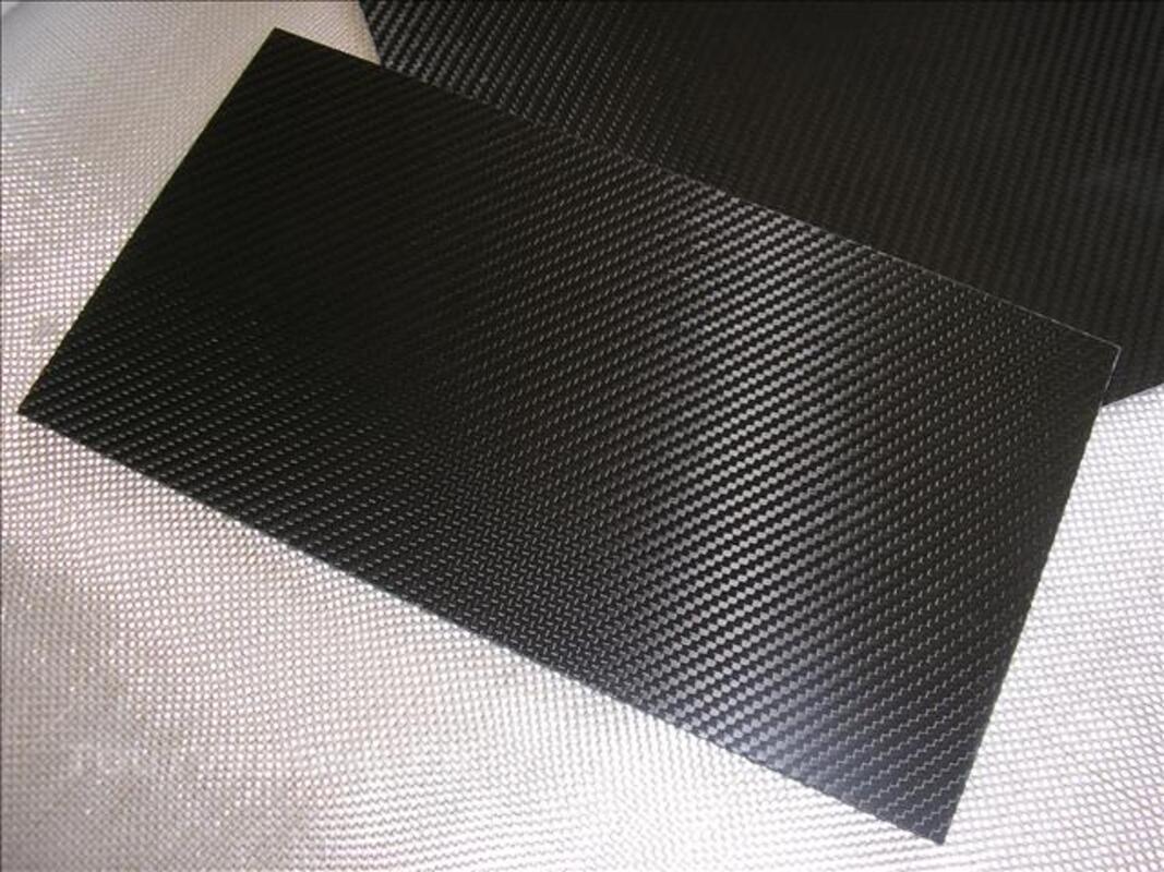Plaques de carbone / époxy 30/20cm en 1, 2 et 3mm 82485090