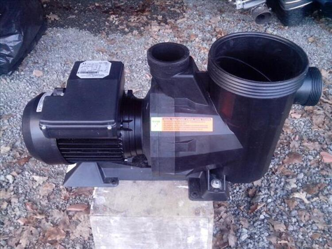 Pompe piscine avec support filtre 21 m3/h neuve 83771748