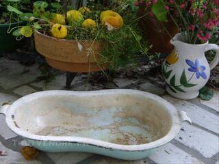 Pour déco florale BIDET ANCIEN EN FONTE