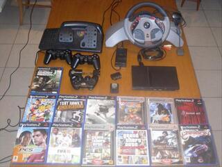 PS2 + 13 jeux + 3 manettes + 1 volant et pedalier