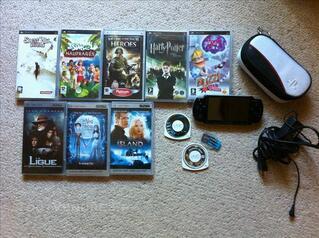 PSP lite noire + jeux, films, housse, cartes mémoires