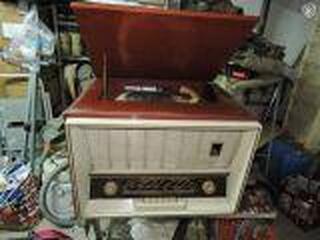 Radio tourne disque vintage
