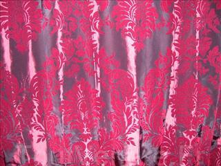Rideaux bordeaux épais en satin aux motifs baroques