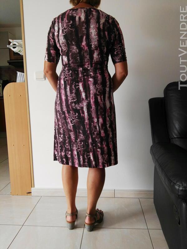 Robe violette et mauve 558496362