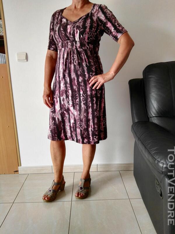Robe violette et mauve 558496368