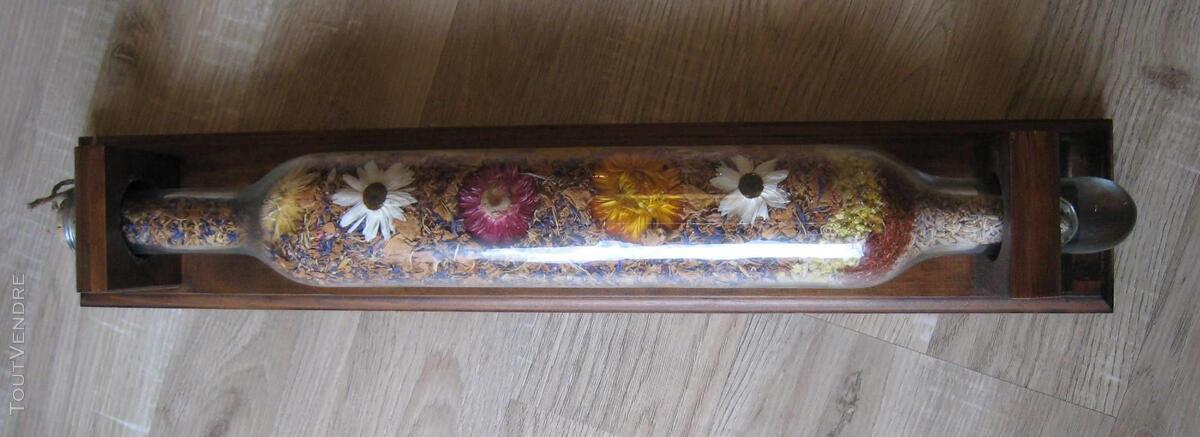 Rouleau à pâtisserie en verre avec pot-pourri de fleurs 152560826