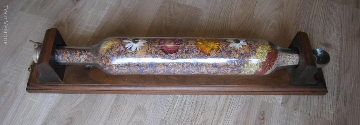 Rouleau à pâtisserie en verre avec pot-pourri de fleurs 152560829