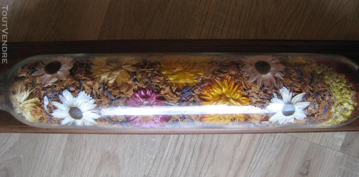 Rouleau à pâtisserie en verre avec pot-pourri de fleurs 152560832