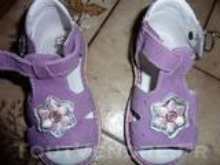 Sandales neuves couleur lilas - taille 23
