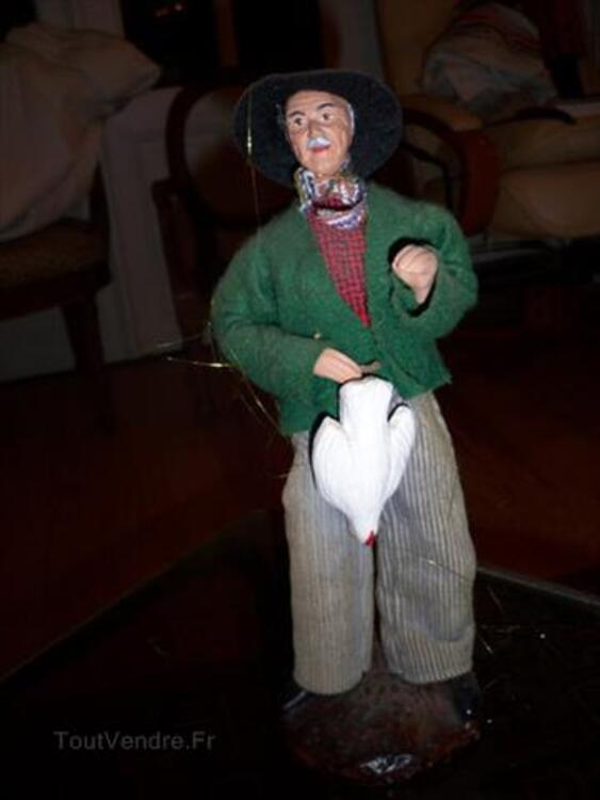 Santon de Provence Homme avec sa poule et son panier 89280887