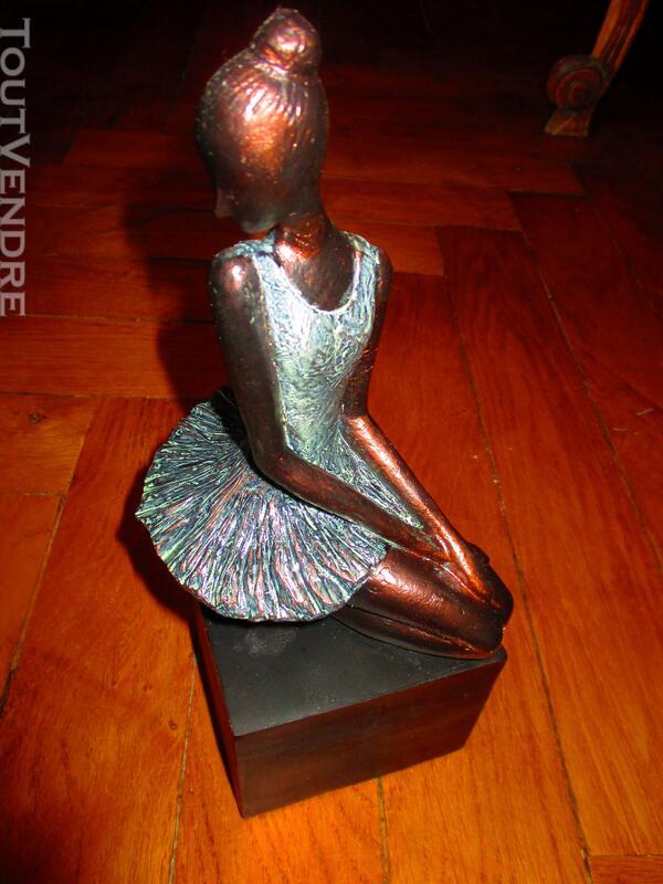 Sculpture danseuse 123005577