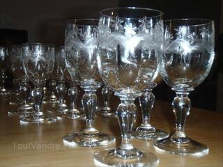 Série de 19 petits verres anciens gravés