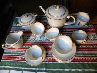 Service à cafe en porcelaine de Limoges Vignaud