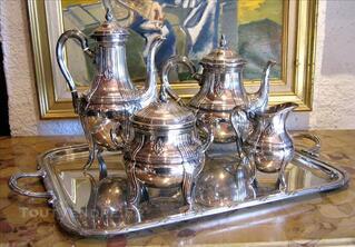 Service à café et à thé style rocaille en argent massif
