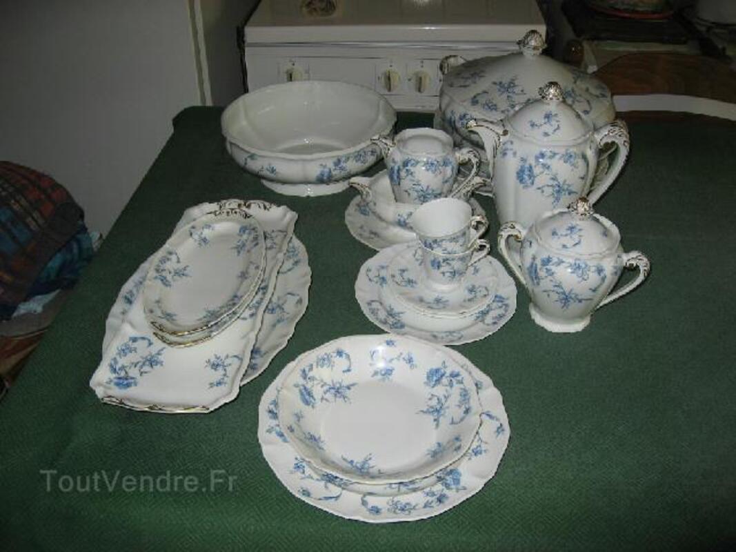 Service de porcelaine de Limoges à fleurs bleues 92580782