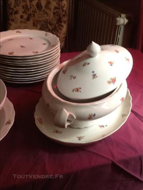 Service de vaisselle en porcelaine de Limoges 81428658