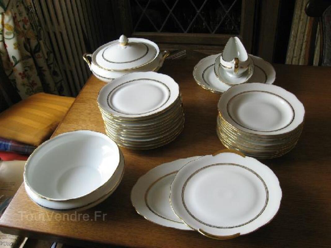 Service en porcelaine de Limoges à liseré d'or 92580783