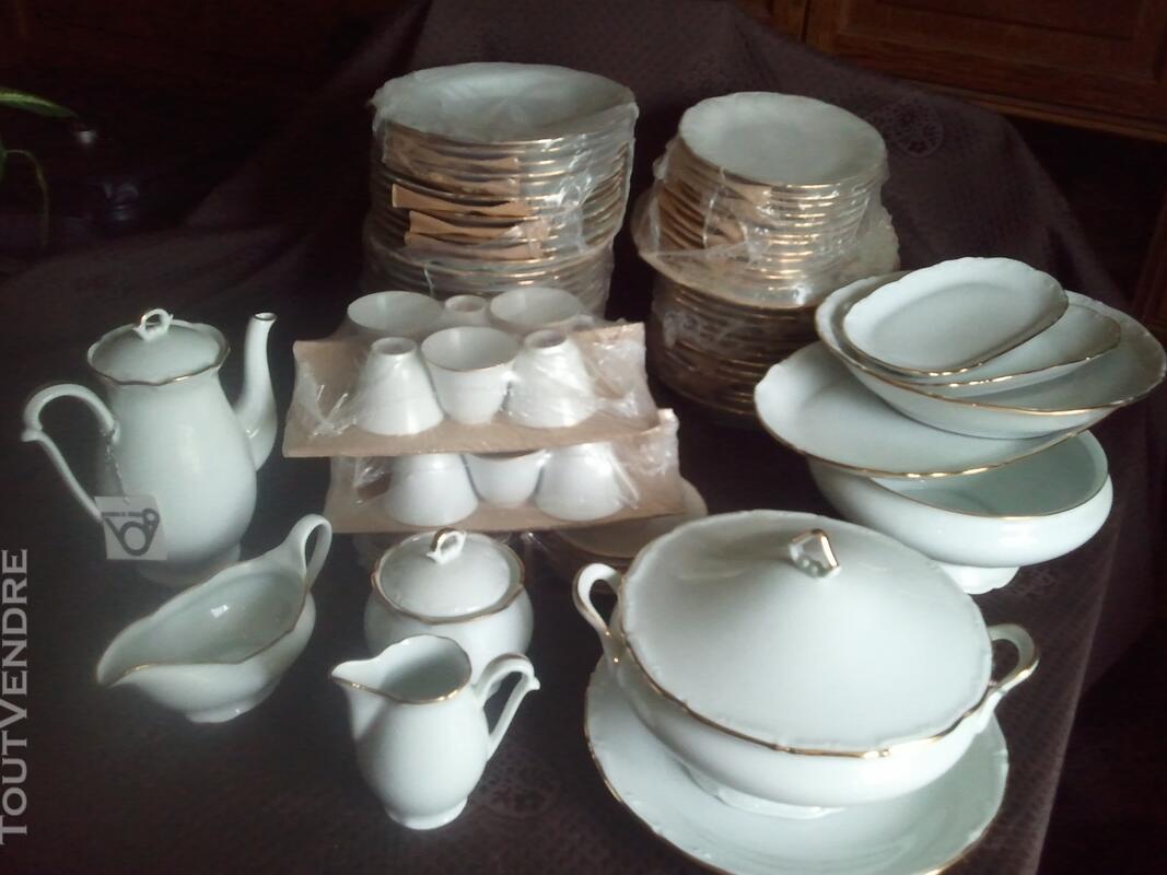 Service porcelaine de limoge 84 pieces blanc avec liseret or 108911663