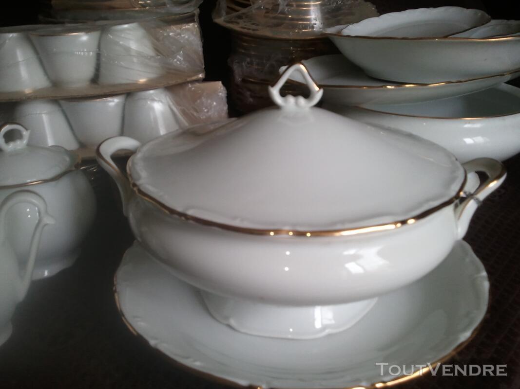 Service porcelaine de limoge 84 pieces blanc avec liseret or 108911715