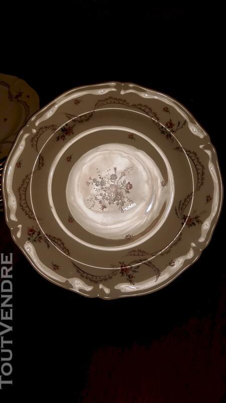 Service Porcelaine royale de Limoges  53 pièces 114136569