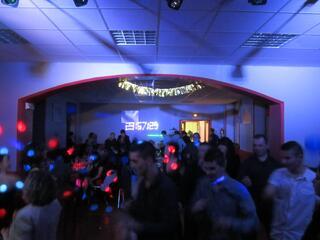 Sonorisation éclairage anniversaire bals soirée