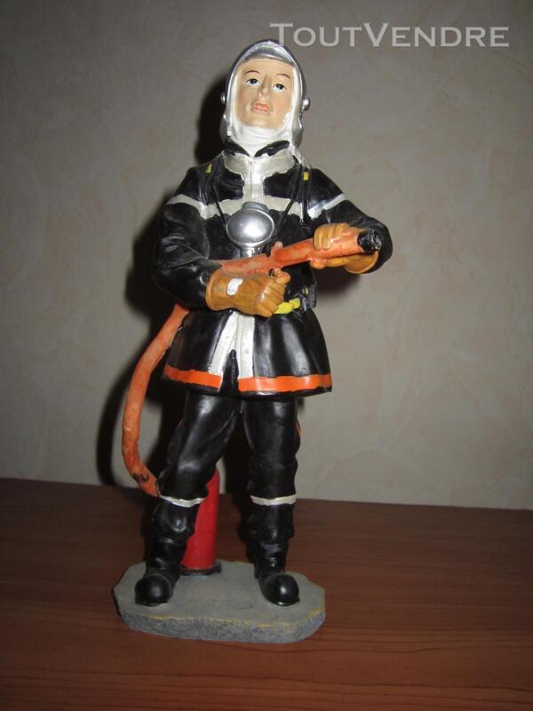 Statue pompier porte lance 291516308