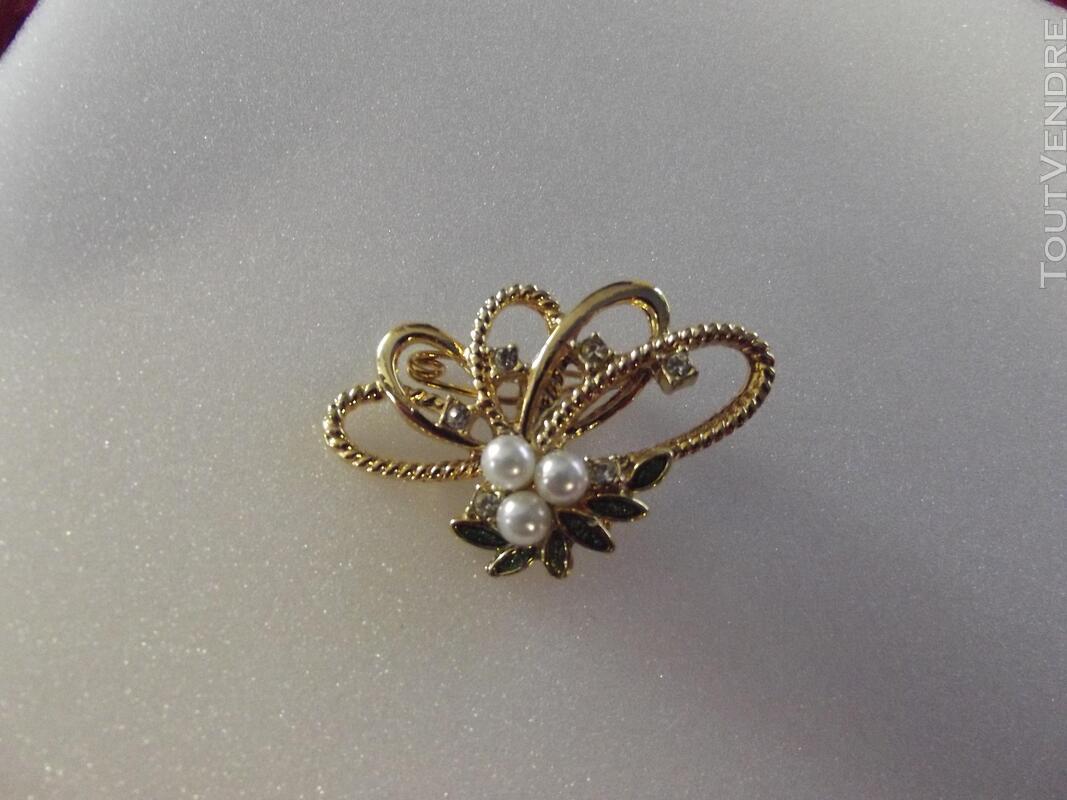 Superbe  broche  avec des perle blanche et verte  la broche 494297467