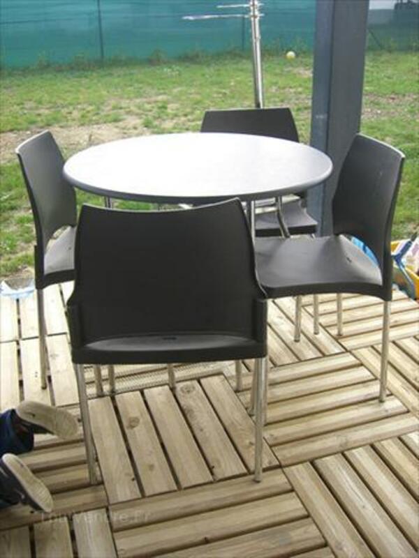 Table + 4 chaises design noires et inox empilables 56093082