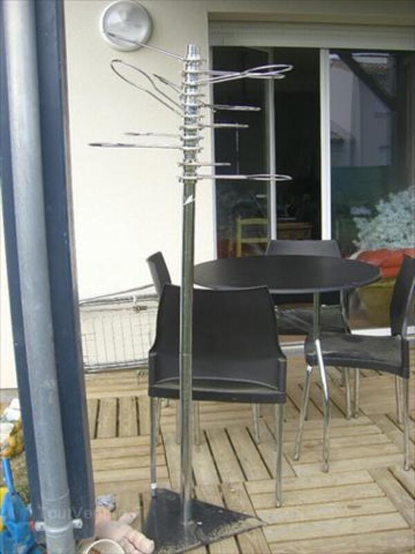 Table + 4 chaises design noires et inox empilables 56093083