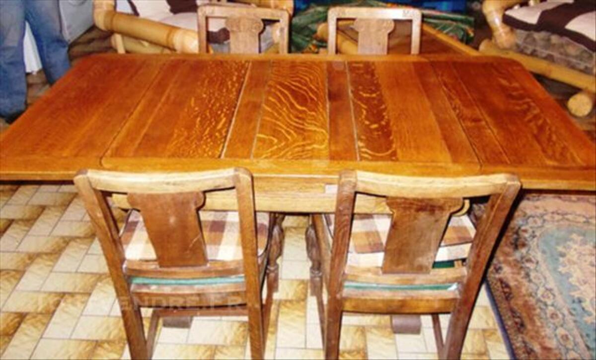 Table ancienne avec 4 chaises 84761672