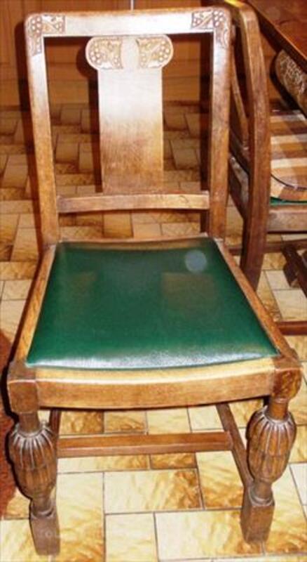 Table ancienne avec 4 chaises 84761673