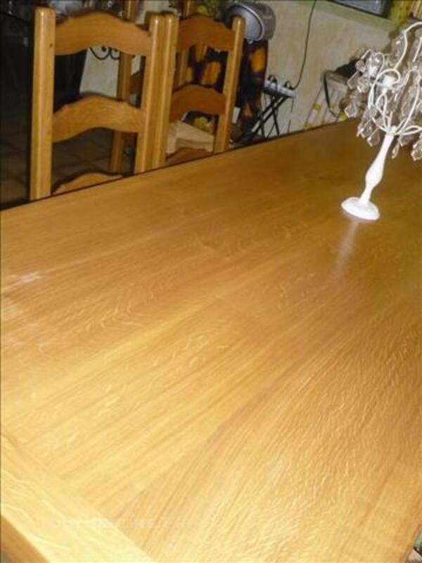 TABLE CAMPAGNARDE EN BOIS CLAIR, et meubles divers 86017009