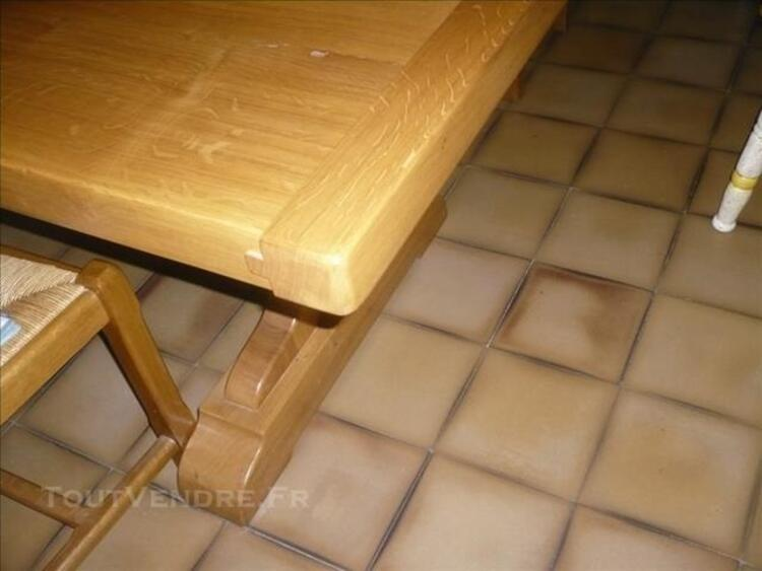 TABLE CAMPAGNARDE EN BOIS CLAIR, et meubles divers 86017010