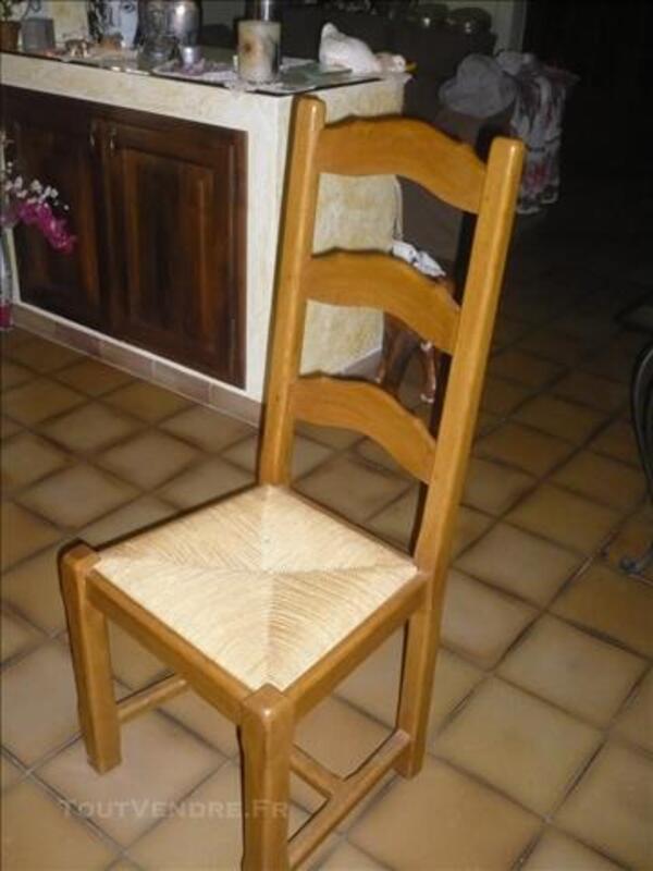 TABLE CAMPAGNARDE EN BOIS CLAIR, et meubles divers 86017011