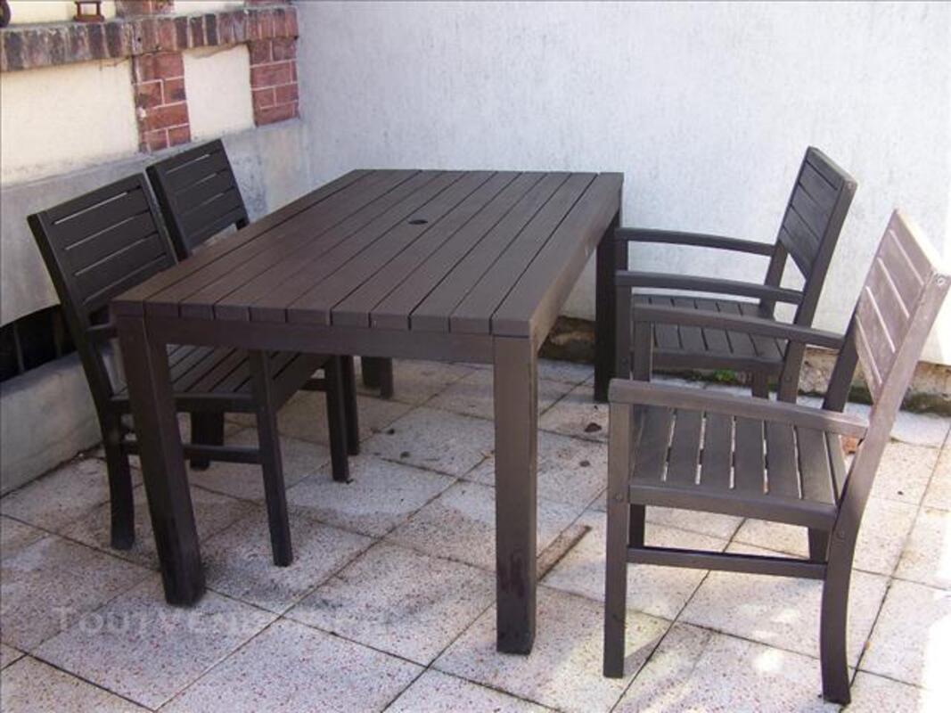 Table de jardin en bois avec 4 chaises 74037714