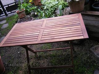 Table de jardin neuve en bois exotique