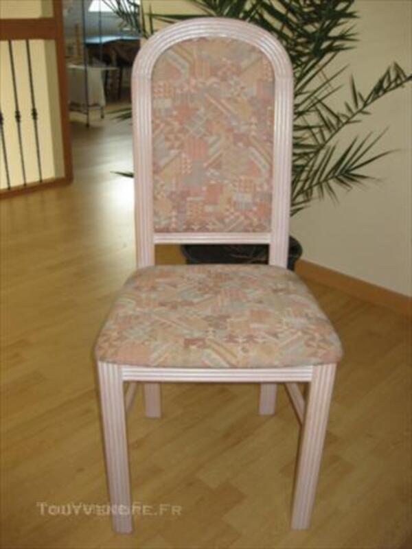 Table de salle à manger, sa rallonge et ses 4 chaises 45553651