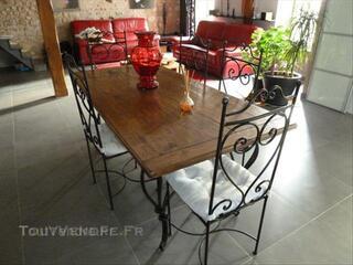 Table de salle a mngé bois et chiffons + 6 chaises