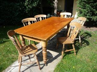 Table dee salle à manger et 6 chaises URGENT