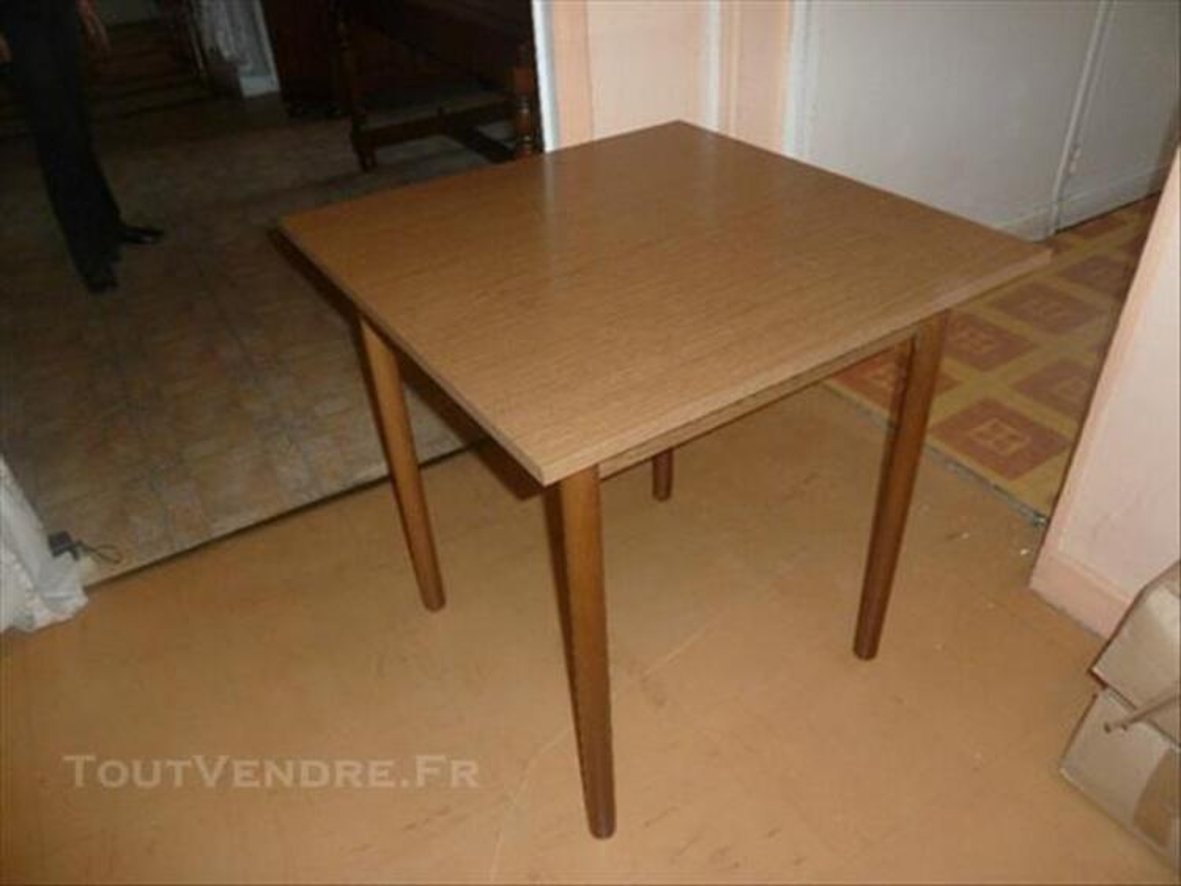 Table en bois de cuisine avec son banc 84648601